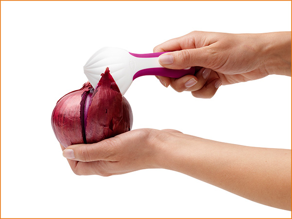 Peel'n-Onion-Peeler-best-kitchen-gadget
